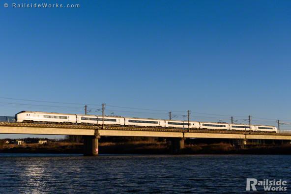 651系、快晴の那珂川を行く!
