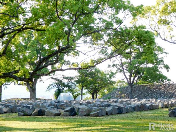 広場に並べられた石たち