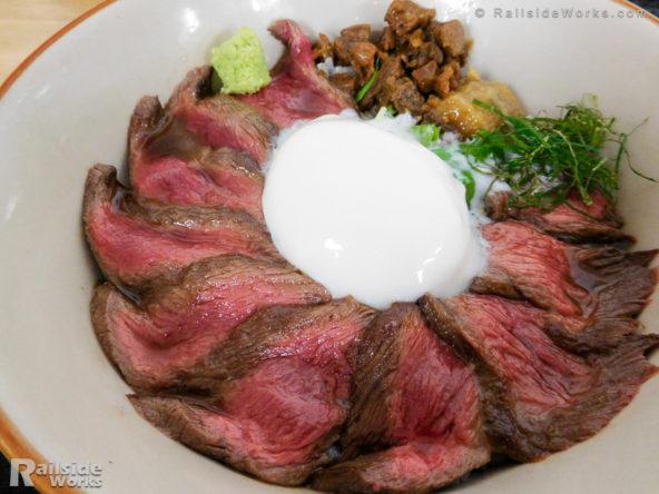 あか牛丼 1,500円@肉食堂 よかよか