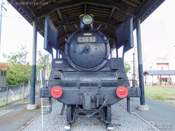 吉松駅前のC55型蒸気機関車