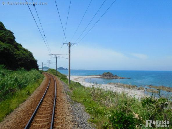 肥薩おれんじ鉄道車内から見た東シナ海