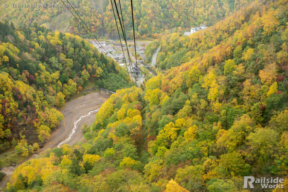 層雲峡ロープウェイからの紅葉