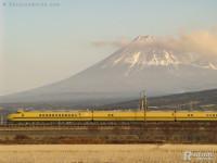 ドクターイエローT3、冬の富士山バック