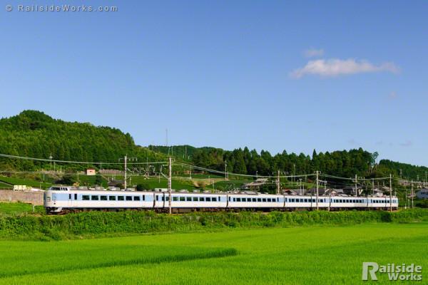 183系マリ32編成、東海道を行く