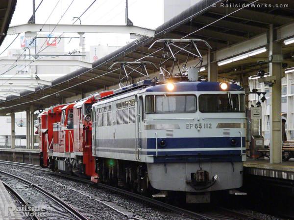 DE15-1531、ユーロライナー色EF65-112に牽かれ浜松工場へ入場