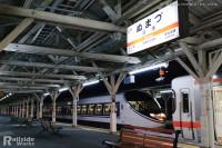沼津駅に滑りこむ、371系「特急あさぎり7号」